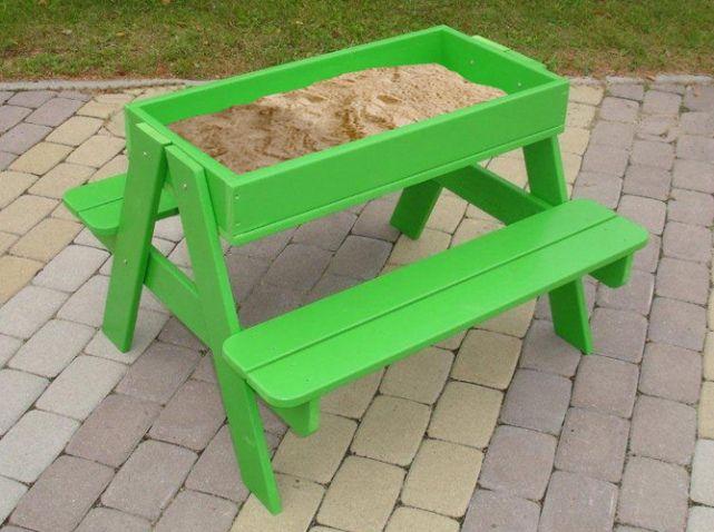 20 meubles de jardin pour vos enfants - Table Jardin Bois Enfant