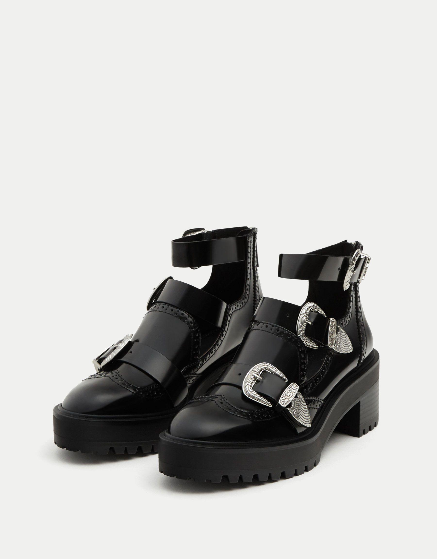 b3660e128eb Botín calado hebillas. - Ver todo - Zapatos - Mujer - PULL BEAR México