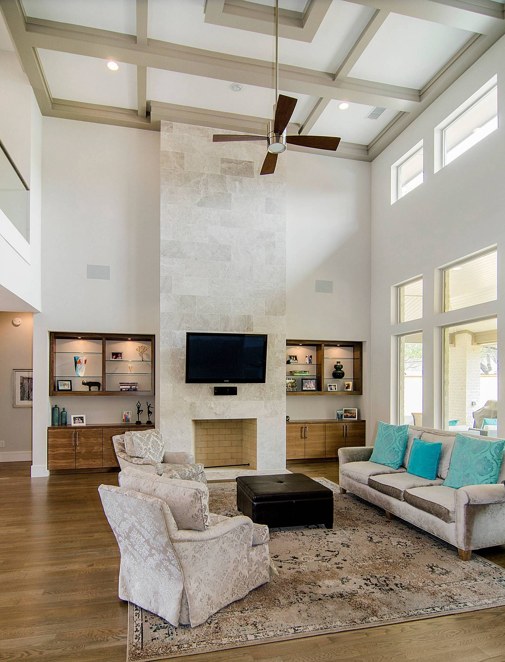 Fantastic High Ceiling Design With Stylish Fan And
