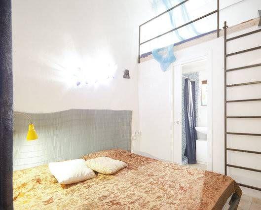Camera Da Letto Matrimoniale Soppalco : La camera da letto è composta da un letto matrimoniale e sopra un