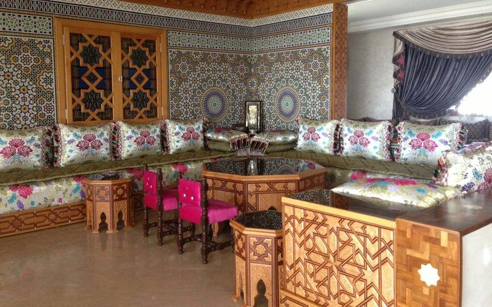 Magasin De Vente Salon Marocain Traditionnel En Bois En 2020 Salon Marocain Traditionnel Salon Marocain Decoration Maison