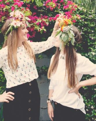 This bridal shower designed by The Kitchy Kitchen's Claire Thomas is boho-bridal themed, right down to this flower crown DIY.