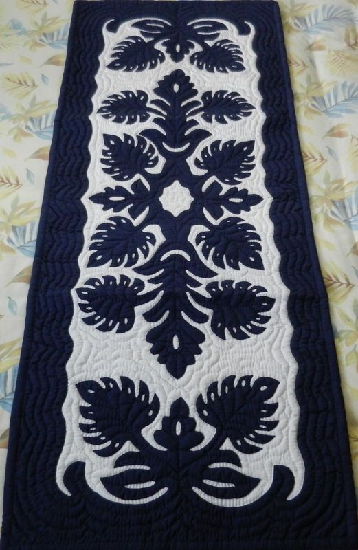 beautiful navy runner! | Hawaiian Quilts | Pinterest | Projekte