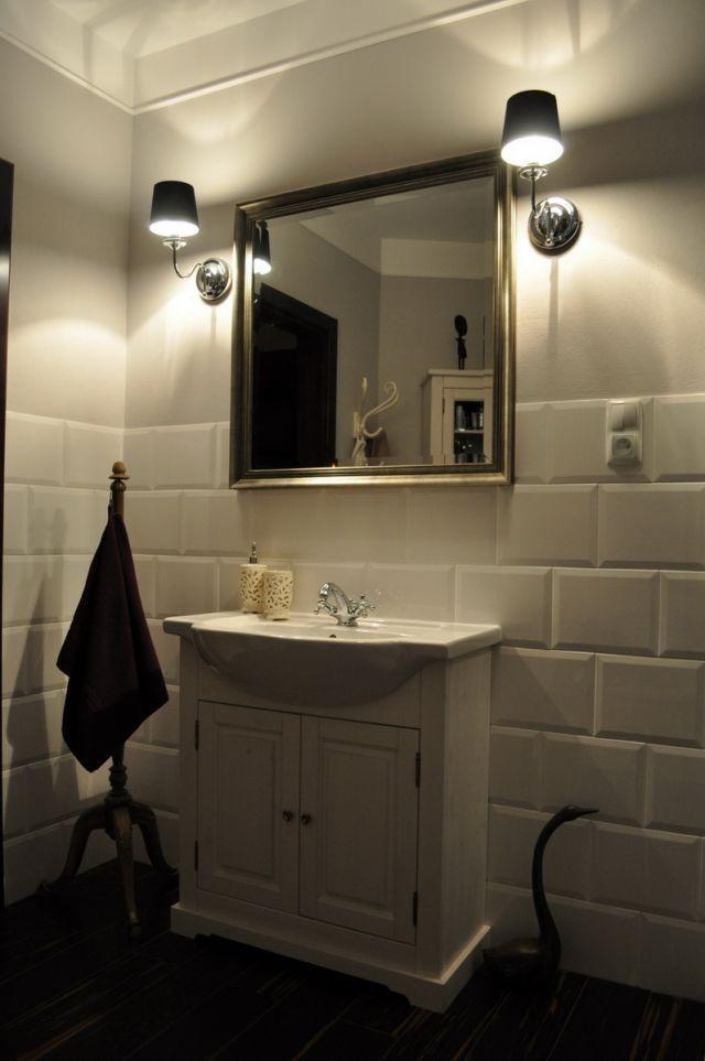 aranżacja łazienki w starym stylu, białe kafle w łazience ...