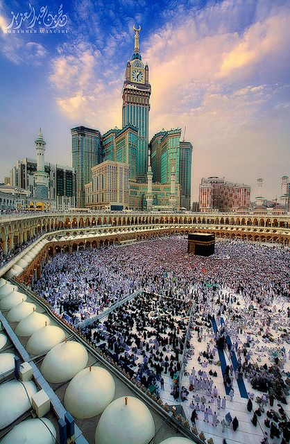 Not only is the Mecca one of the most cosmopolitan and diverse cities in the Muslim world, but its also the holiest cities in the religion of Islam. Beautiful Places In The World, Places Around The World, The Places Youll Go, Places To See, Around The Worlds, Dubai, Les Religions, Beautiful Mosques, Famous Landmarks
