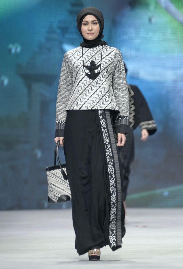 IFW 2015 – Tuty Adib – The Actual Style....inspirasi batik formal di kantor ;)