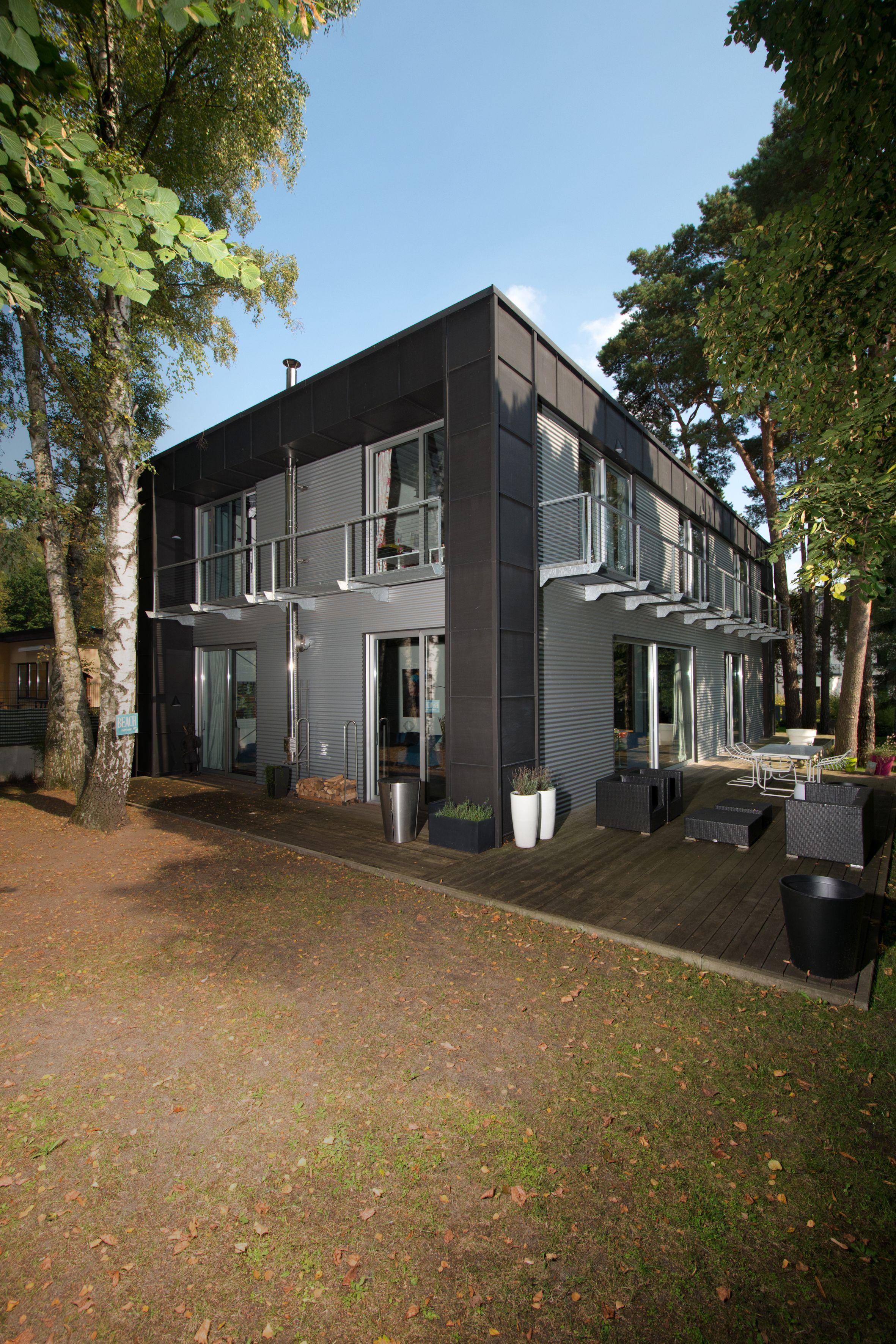 Ein Haus Aus Stahl Holz Und Stein