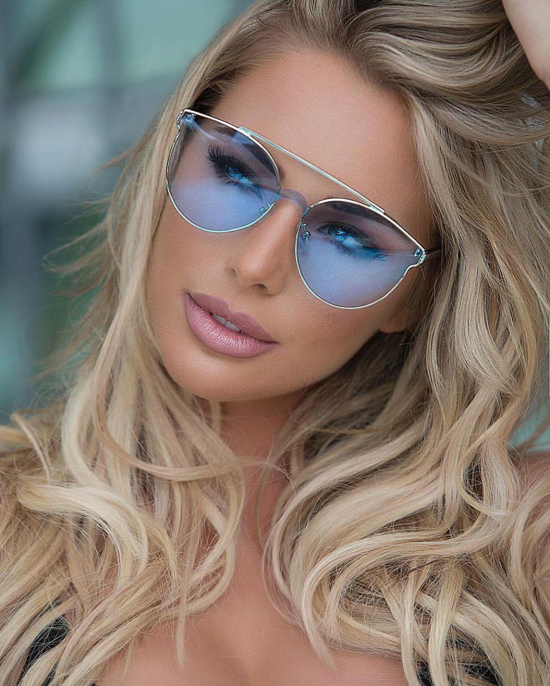 Картинки блондинки и очки