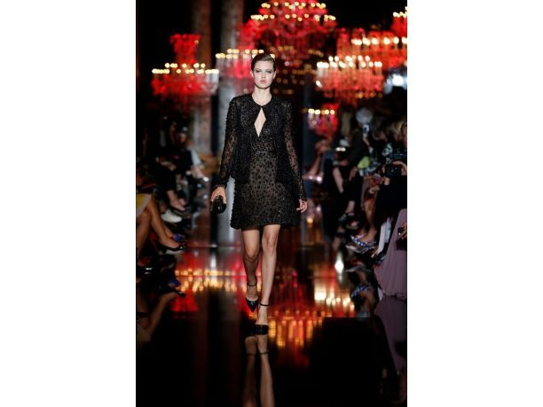 L'incredibile linea di Elie Saab colora d'eleganza la settimana della moda di Parigi, sfogliate la fotogallery e lasciatevi sedurre da questa incantevole collezione