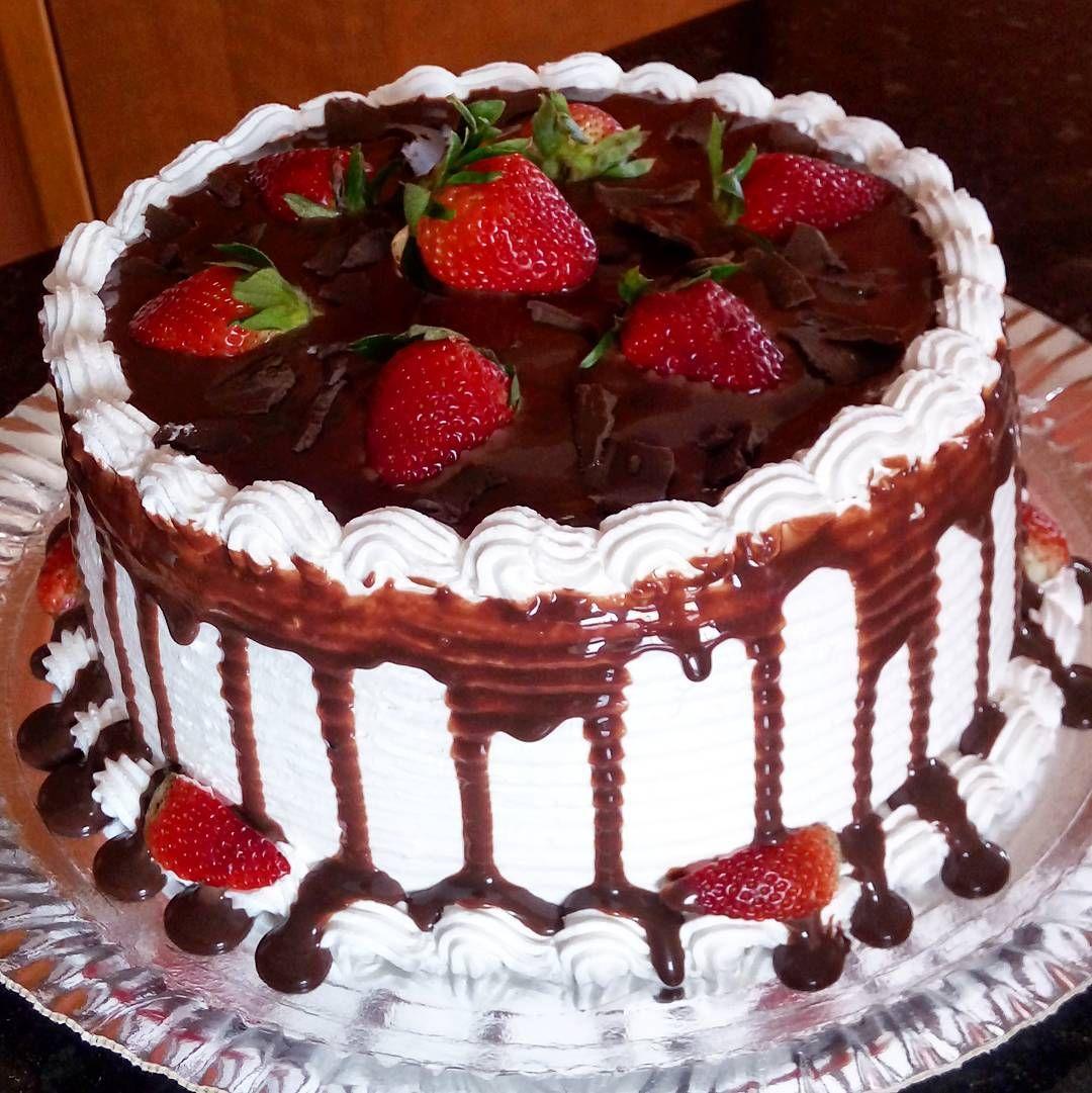 Torta de morangos com chocolate  Peça ja a sua pelo whats 993595627  #torta #tortaartesanal #pie #love #cake #strawberry #strawberries #morangocomchocolate #morango #chocolate #chocolat #lechocolat #duchocolat #folowme #follow #f4f #f #c #folow4folow #folowforfolow #segue #seguidores