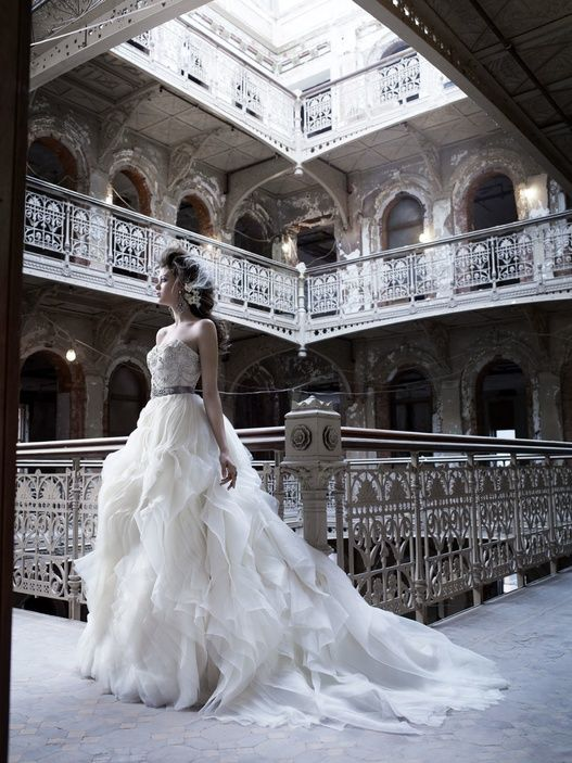 Fall 2011 Wedding Dresses: Old World Glamour, Vintage Details