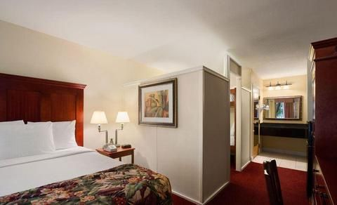Baymont Inn And Suites Guest Room Orlando Florida Y Florida