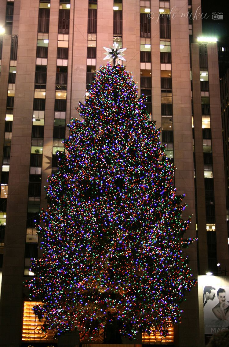 It S Christmas Time In The City A Free Wallpaper Download Jodi Mckee Christmas Tree Wallpaper Rockefeller Center Christmas Tree Christmas