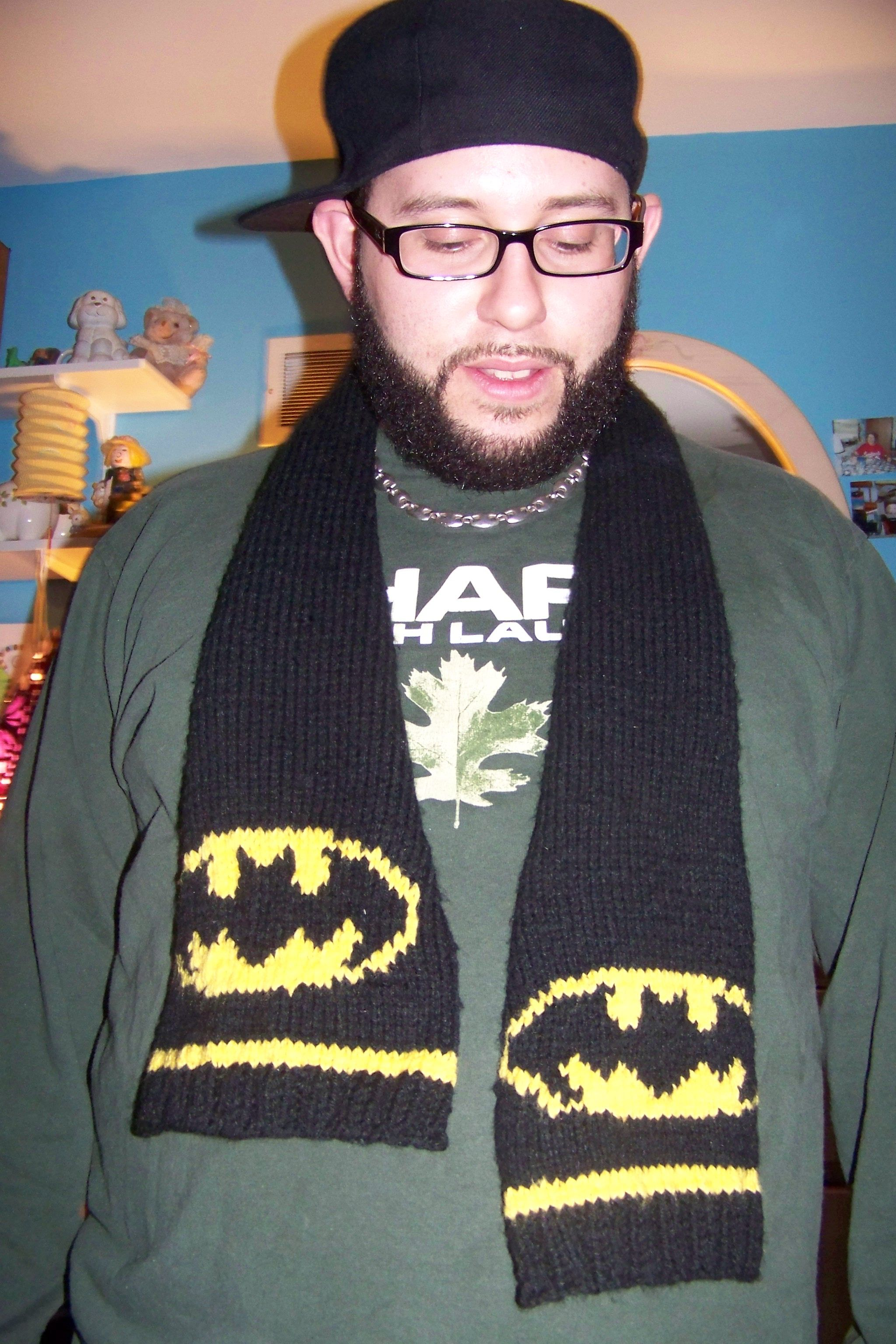 Free batman knitted hat double knitting batman hat pattern joses batman scarf find the bat pattern at httpatelier918typepad bankloansurffo Images