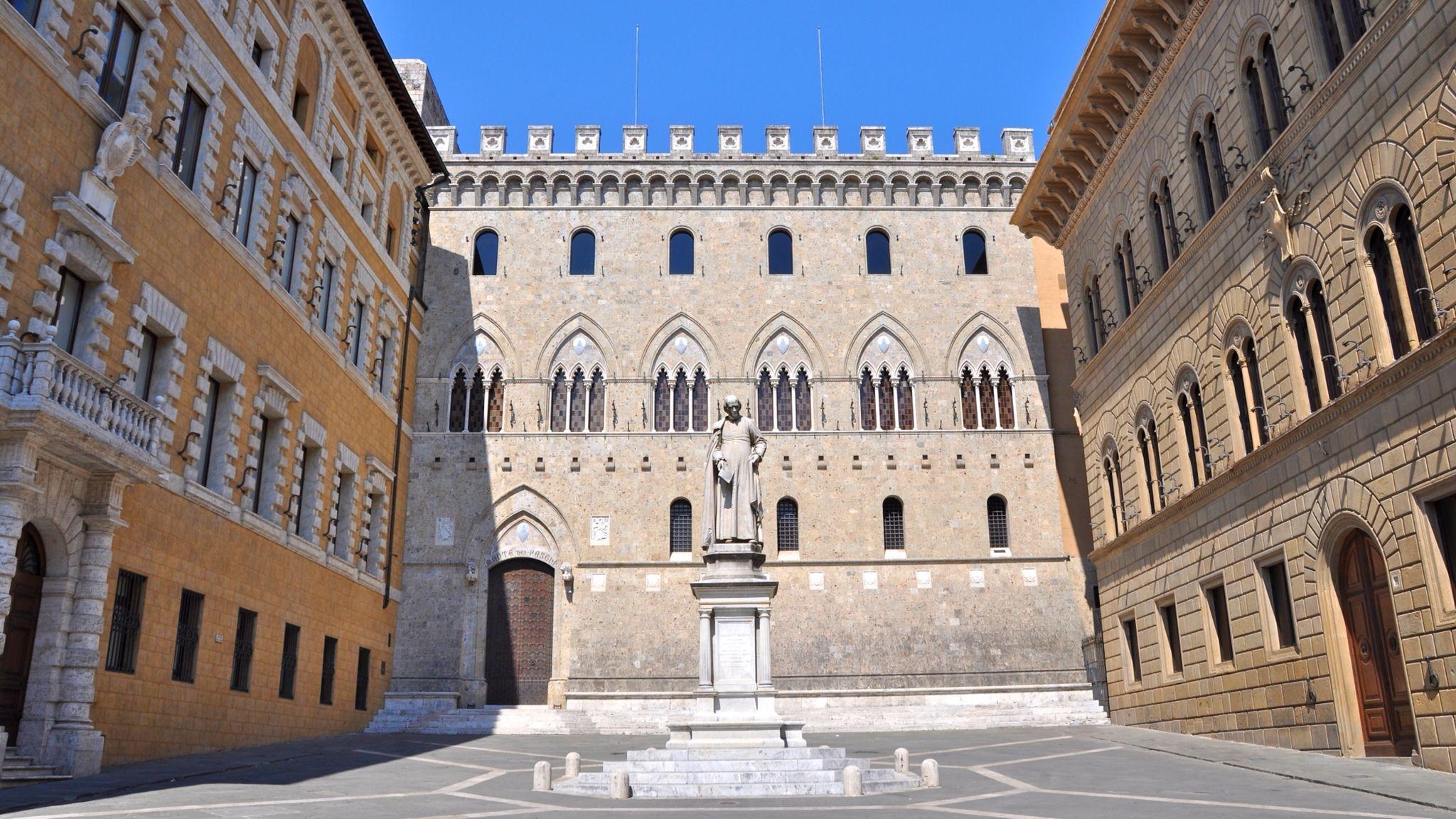Siena: Piazza Salimbeni