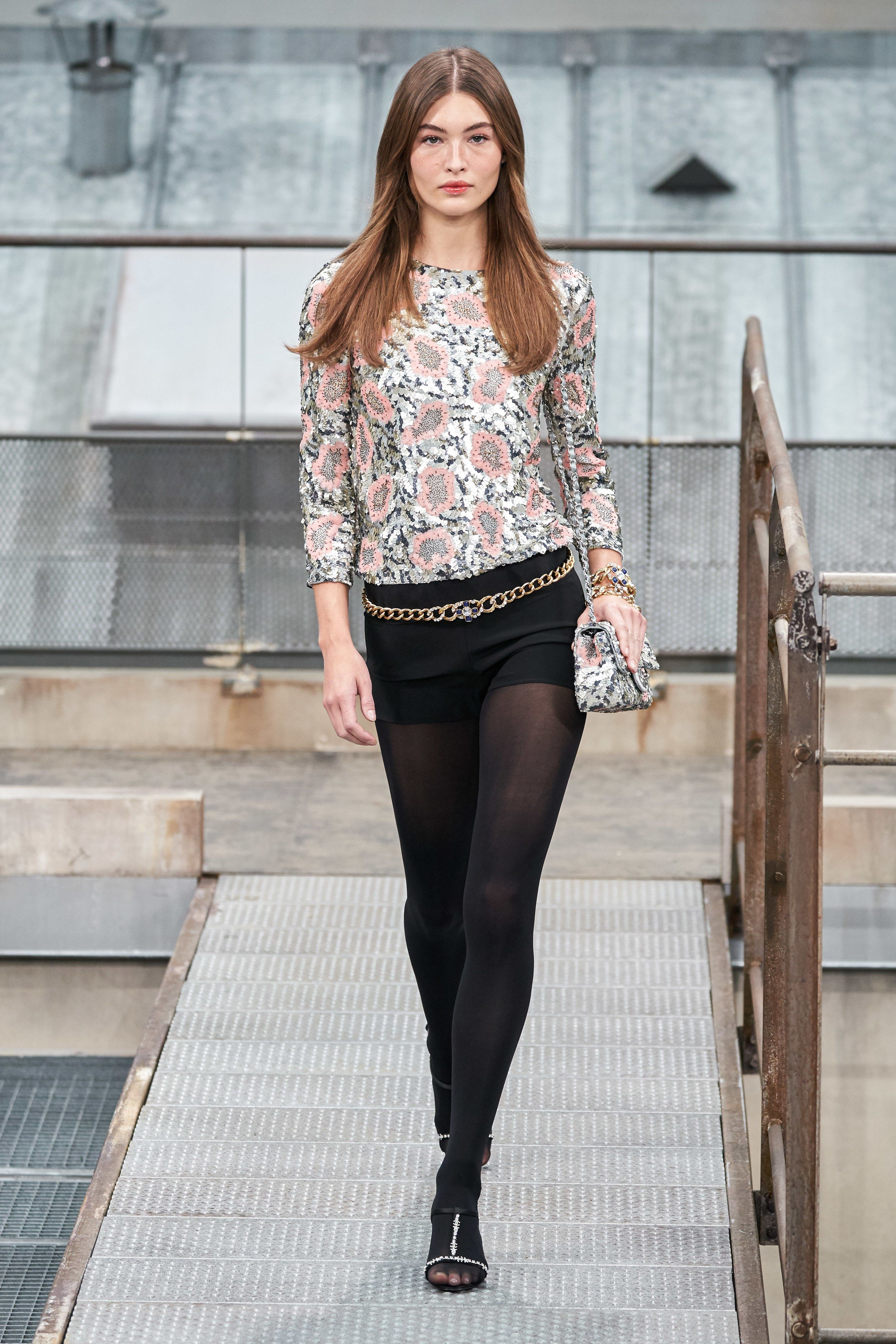 Chanel Spring Summer 2020 Ss2020 Trends Runway Coverage Ready To Wear Vogue Hot Pants Fashion 2020 Fashion Trends Ready To Wear