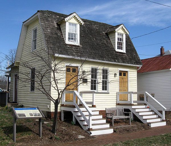 House Renting Websites: Super Cute Duplex Tiny Houses: Live In One, Rent Out The