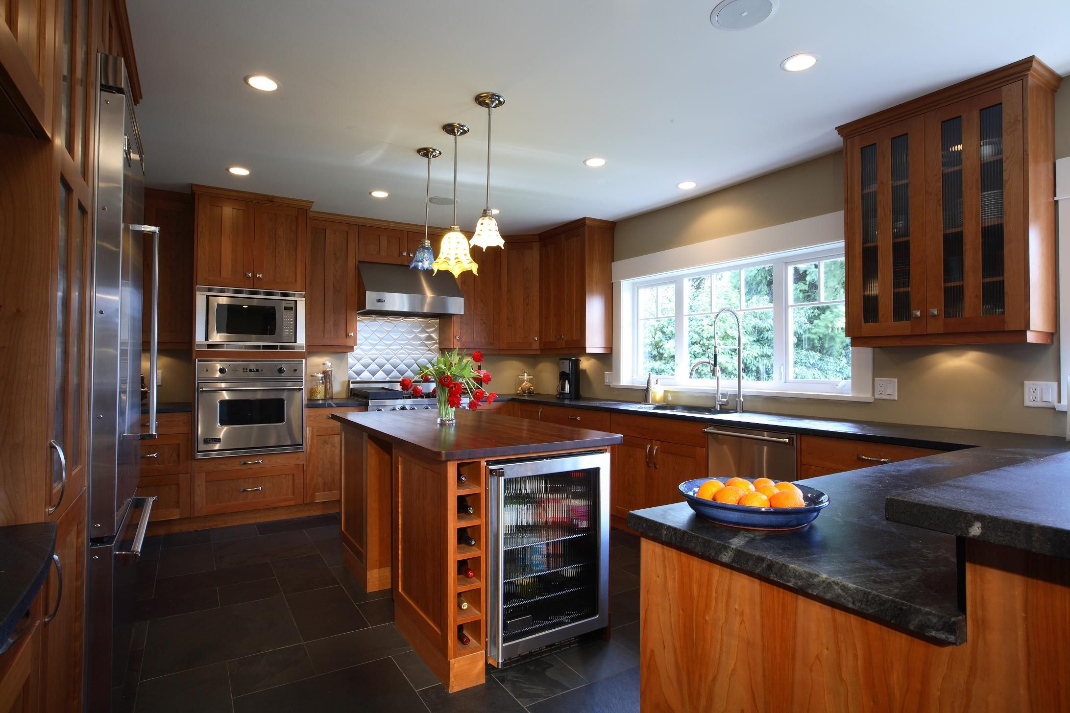 Renovated transitional/traditional kitchen