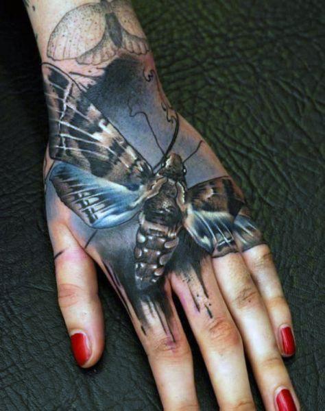 Tatuaże Na Dłoni ćma Tattoos Tatuaże Na Rękach Tatuaże