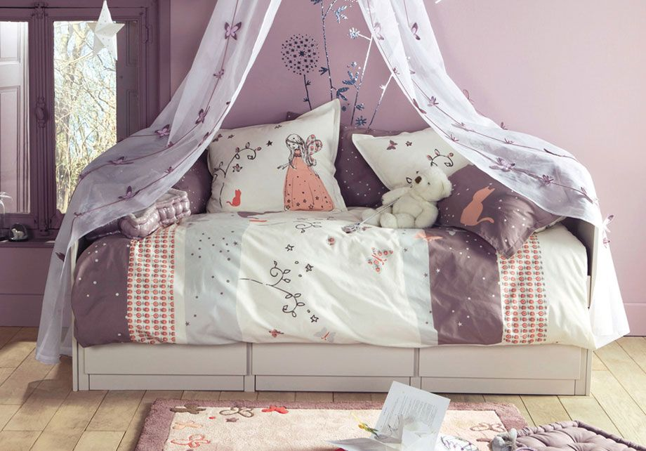 Violet Bedroom With Butterfly Decoration And Teddy Bear Con