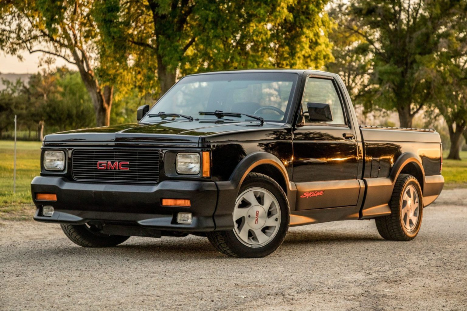 Gmc Syclone Wheel Arch S Raised Larger Rims And Lowered Gmc