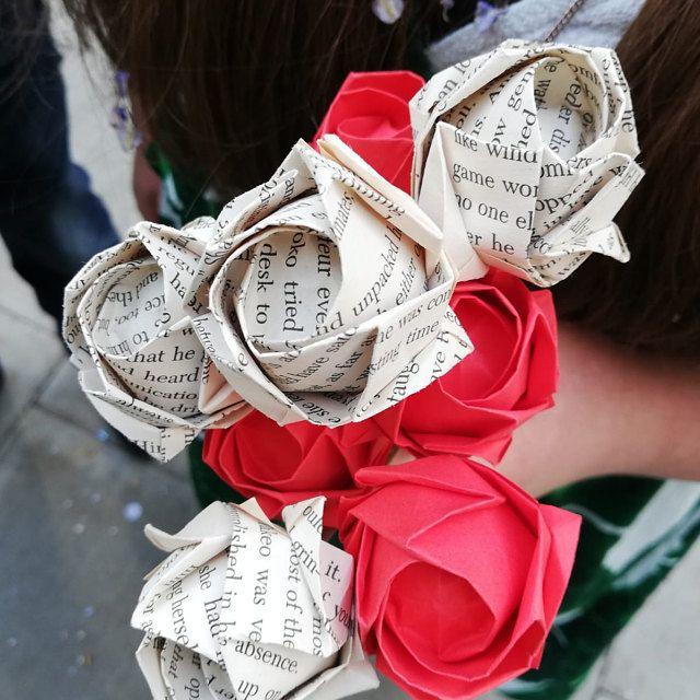 Photo of Origami Rosenzwiebeln-DIY Rosenstrauß-alte Buchseite Origami Rosen- Hochzeitsbevorzugung- Tischdekoration- Konfetti-auf Bestellung