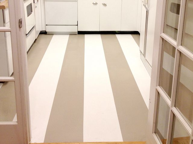 Painted linoleum vinyl floor and how to do it for Paint old linoleum floor