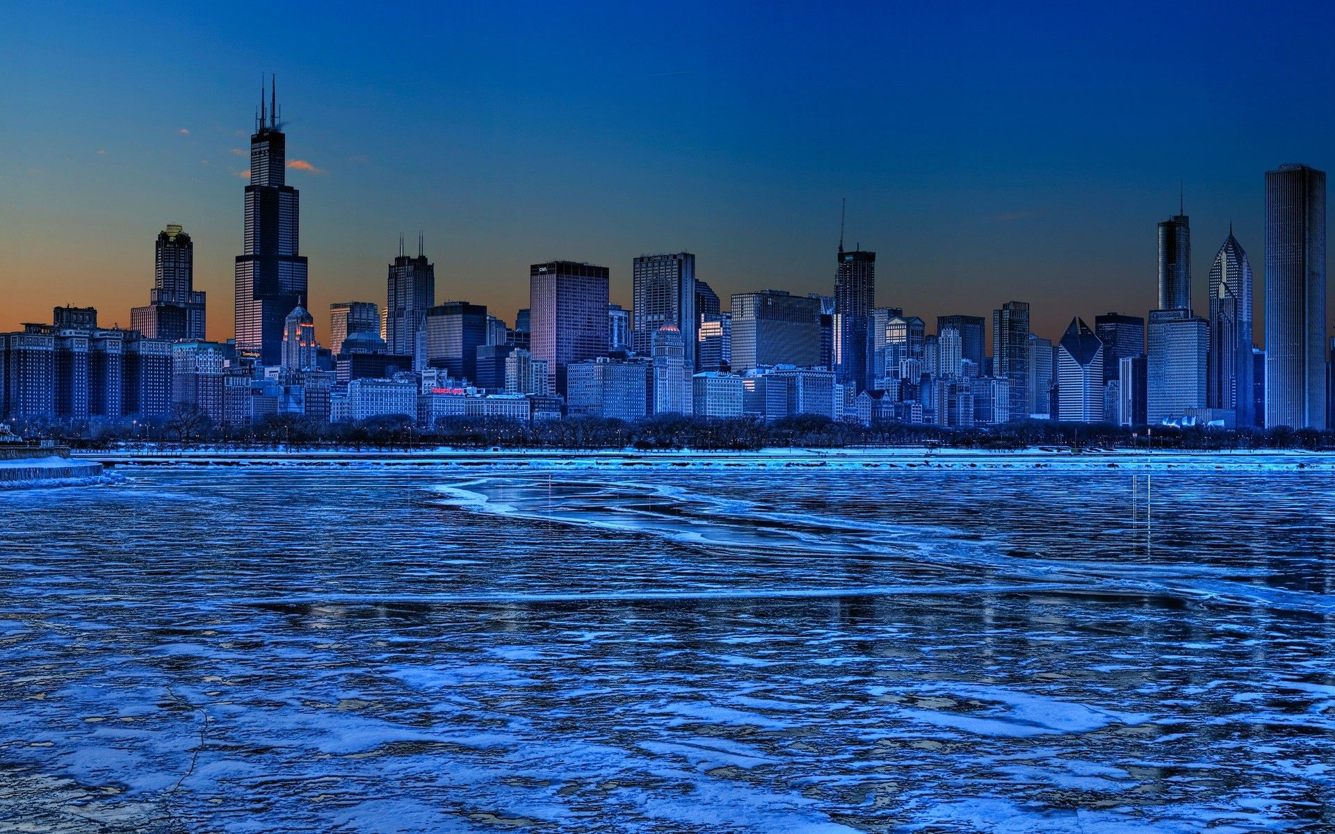 Christmas Downtown Chicago Wallpaper Wallpaper Free Download Chicago Wallpaper Milwaukee City Skyline Image
