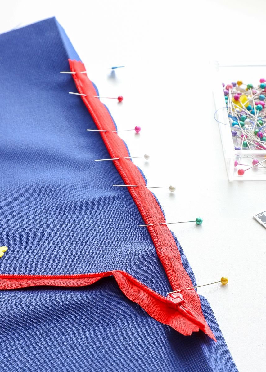 How to Sew a Pillow with an Invisible Zipper Sewing, Sew