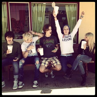 If i was sitting with my friends, like R5 is doing, I would be doing what Riker is doing.