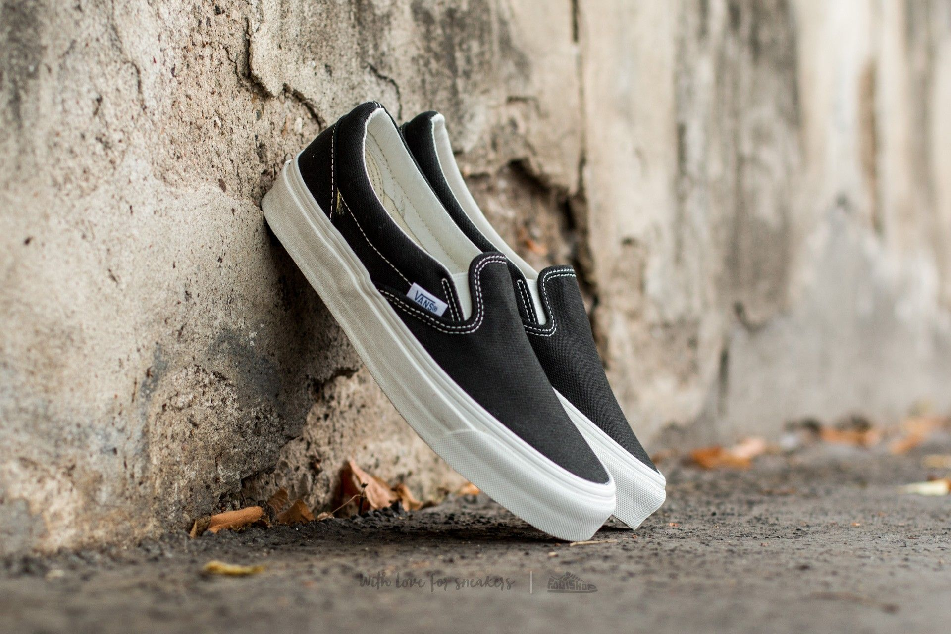 Vans OG Classic Slip On LX (Canvas) Black | Footshop | Vans