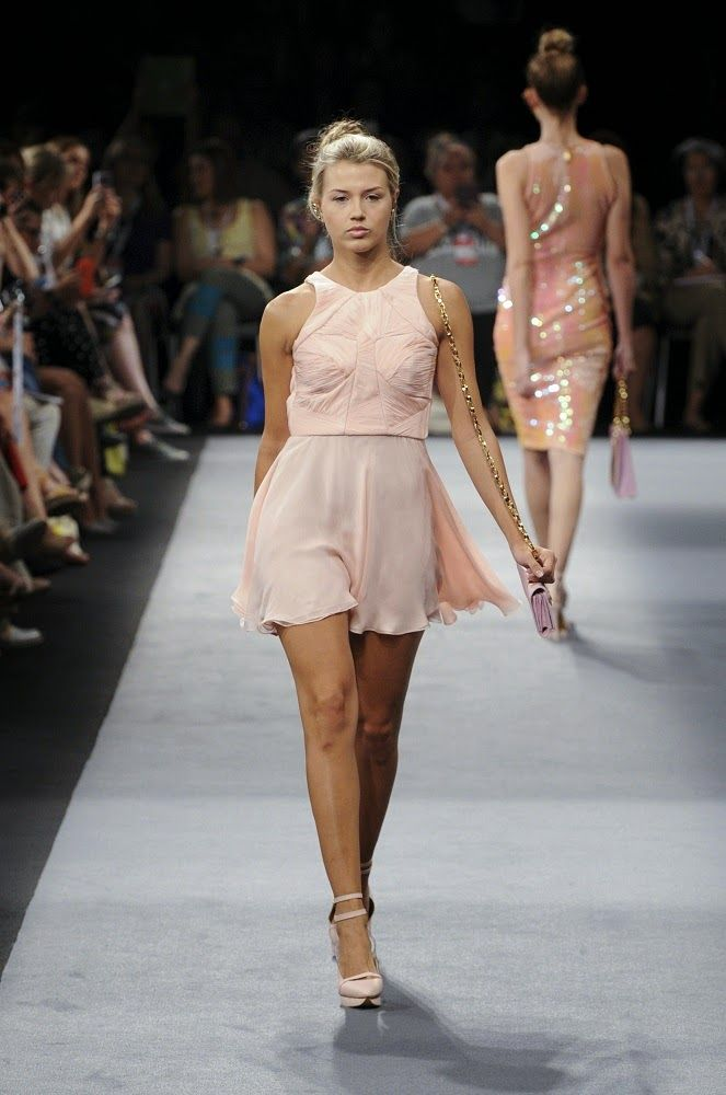 Pasarela Non Stop: Andrés Pajón #PV15 #SS15 / Colombiamoda 2014 / Pale pink cocktail dress