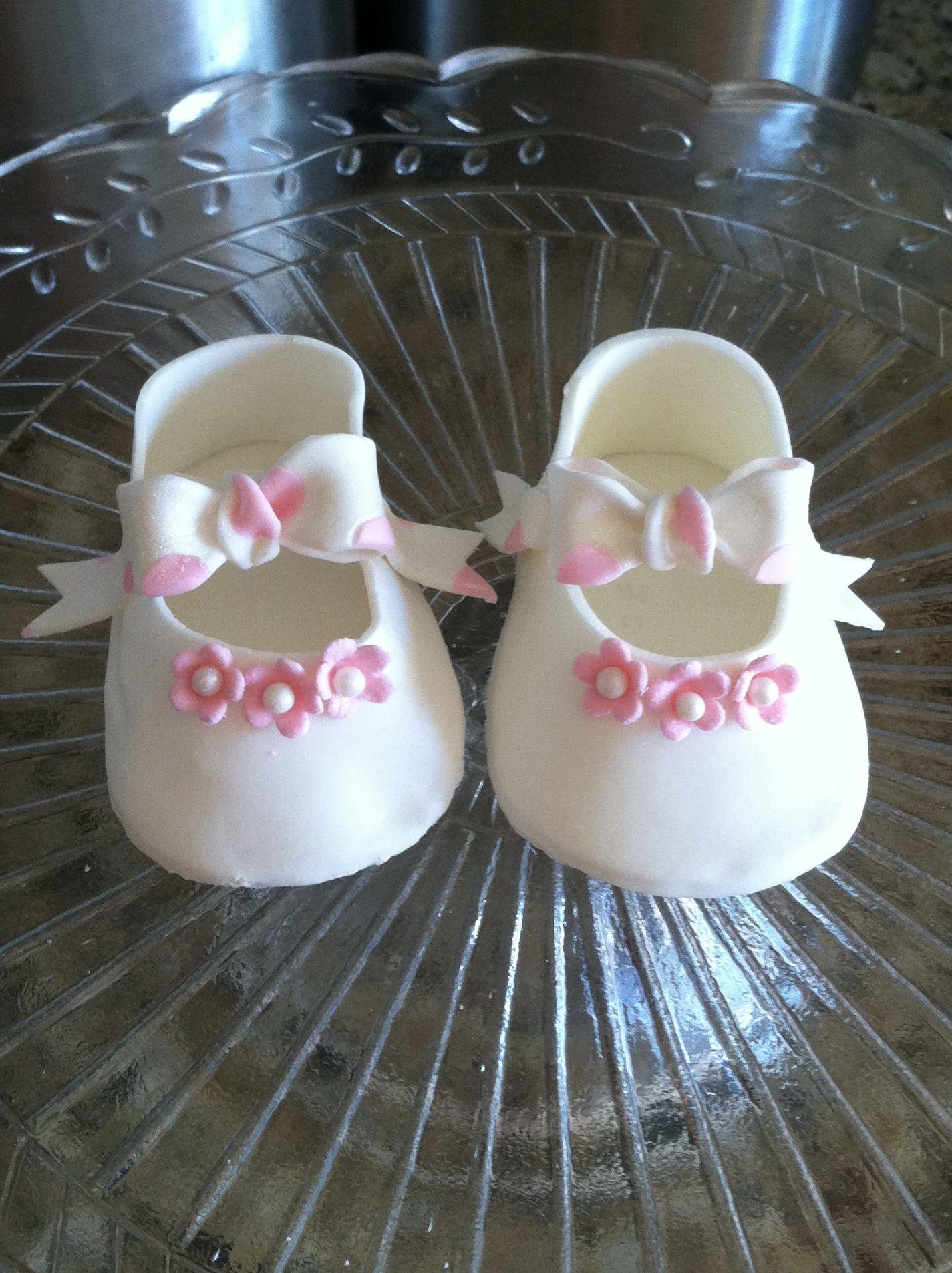 Gumpaste baby shoes  5d42aff0d82b