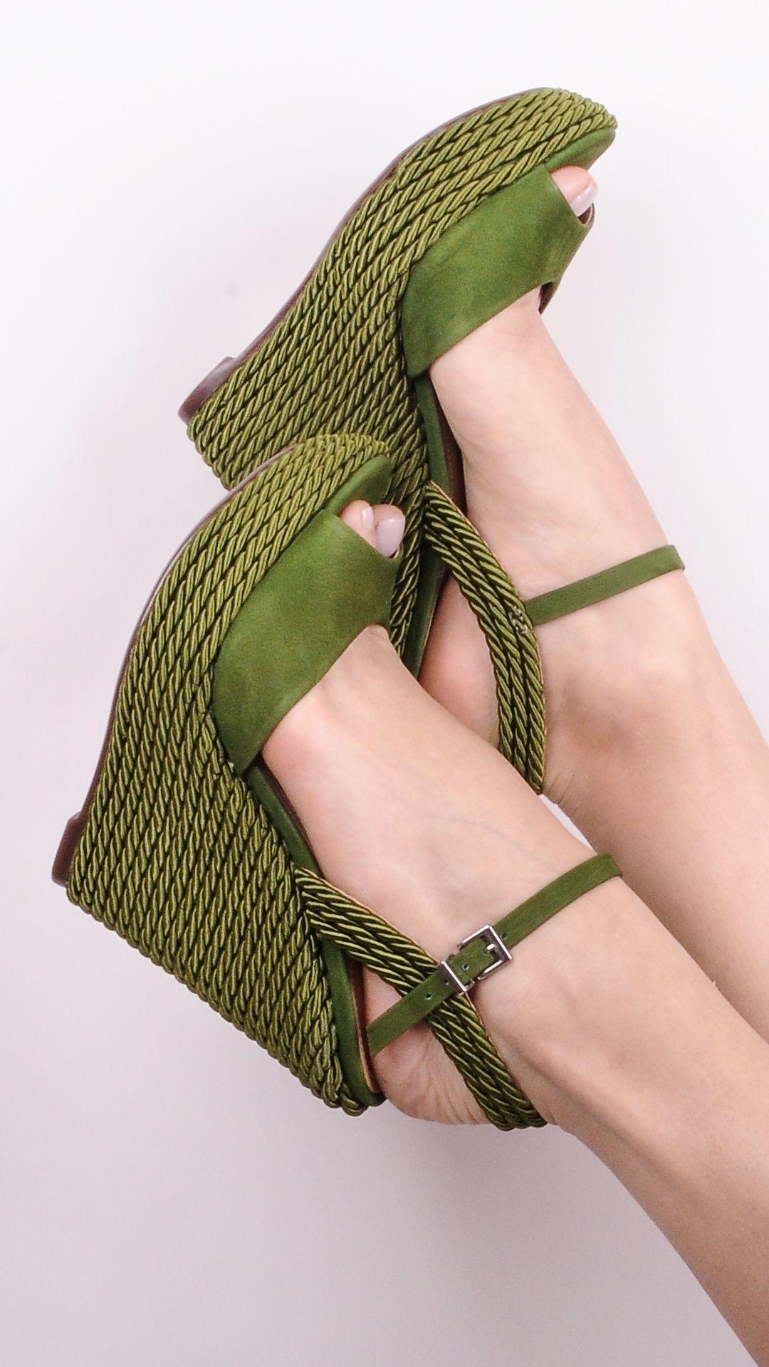 df1b14f17 Pin de SAPANET em New In Schutz! | Shoes, Espadrilles e Wedges