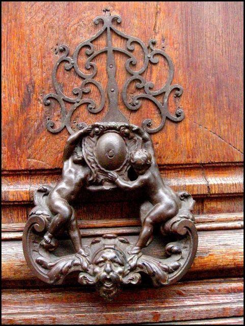Heurtoir Aux Angelots Paris Bouton De Porte Poignee De Porte