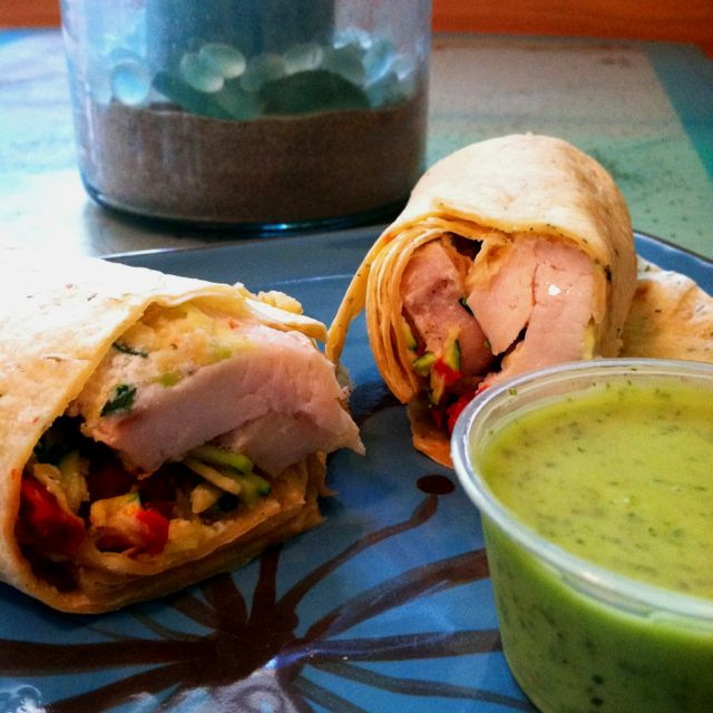 Lunch time :D Chicken wrap with pesto vinaigrette, mozzarella, red bell pepper, and zucchini