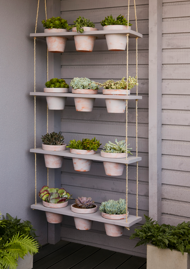 Une Jolie Idee Deco Pour Amenager Son Balcon Ce Potager Vertical Facile A Realiser Vous Permettra De Planter Vos Potager Facile Jardin En Hauteur Deco Jardin
