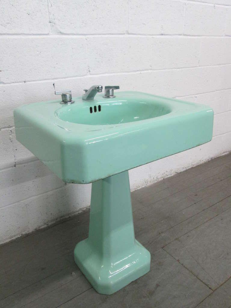 1stdibs Pair Vintage Porcelain Pedestal Sinks Pedestal Sinks Vintage Porcelain Retro Bathrooms