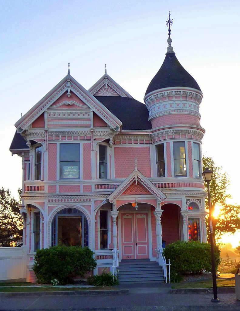 the pink lady queen anne style houses pinterest architektur. Black Bedroom Furniture Sets. Home Design Ideas