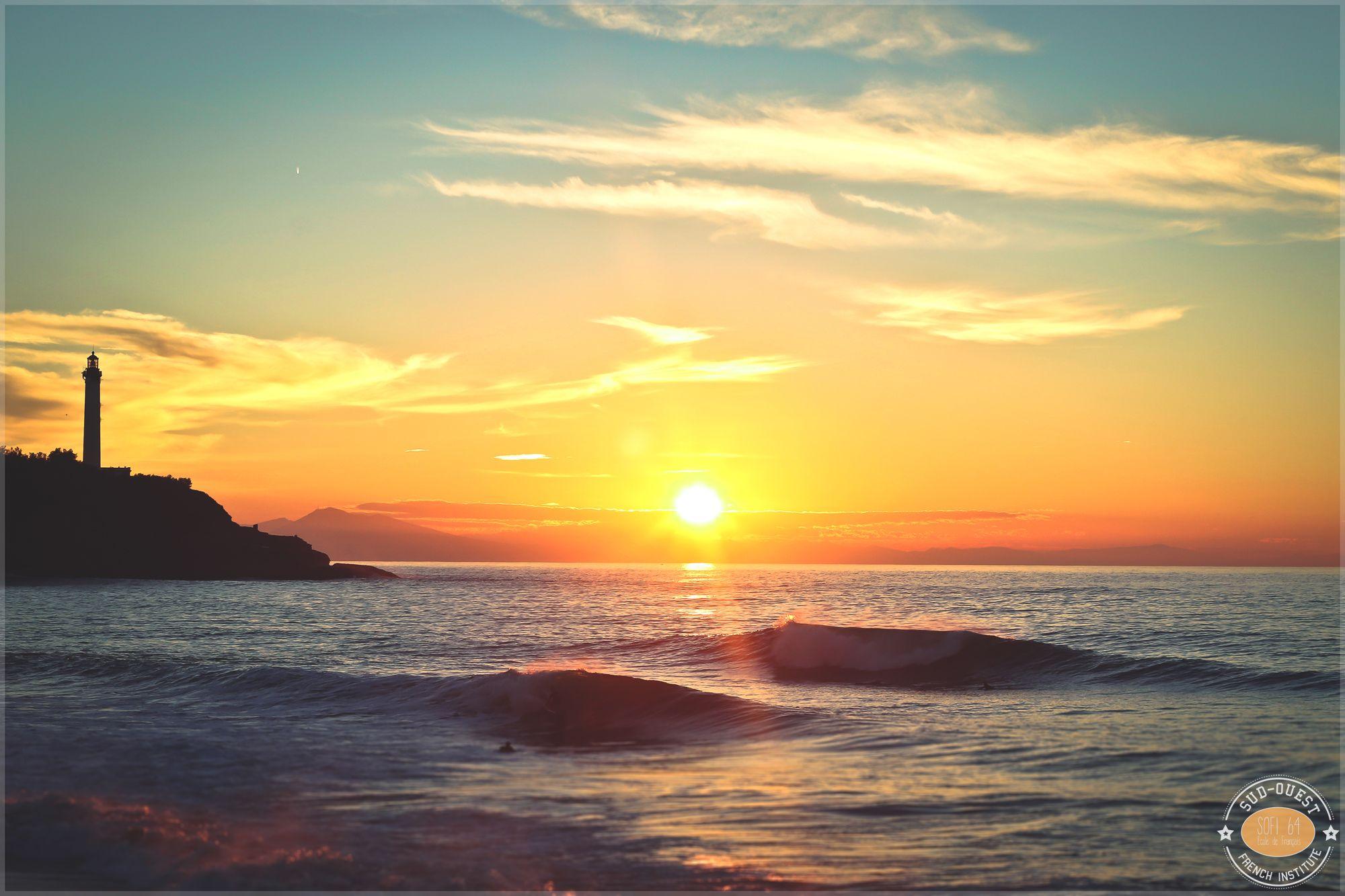 Coucher de soleil sur l 39 oc an depuis la plage de la petite chambre d 39 amour biarritz pinterest - Plage de la chambre d amour ...