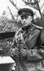 """Konstantin Rokossovsky dotato di lucidissime visioni strategiche, fu soprannominato """"Il martello degli unni"""", comandò le armate del Fronte del Don che distrussero le truppe tedesche della 6. Armata accerchiate nella sacca"""" di Stalingrado nel gennaio 1943"""