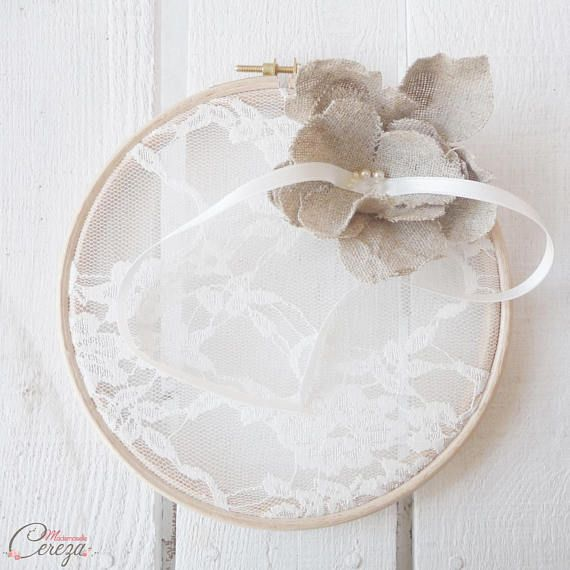 Porte-alliances mariage champêtre chic dentelle romantique original fleur lin, mariage campagne chic,coussin alliances dentelle,mariage jute