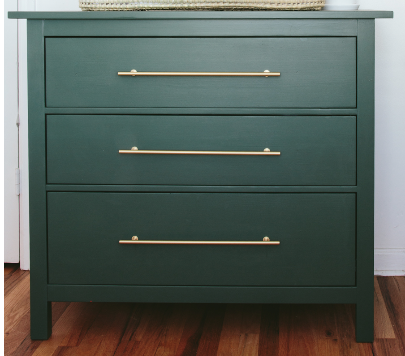 COLOR OF PAINTED DRESSER