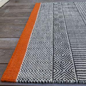 tapis noir et blanc bord orang laine et coton 140x200 tryptik edito - Tapis Noir Et Blanc