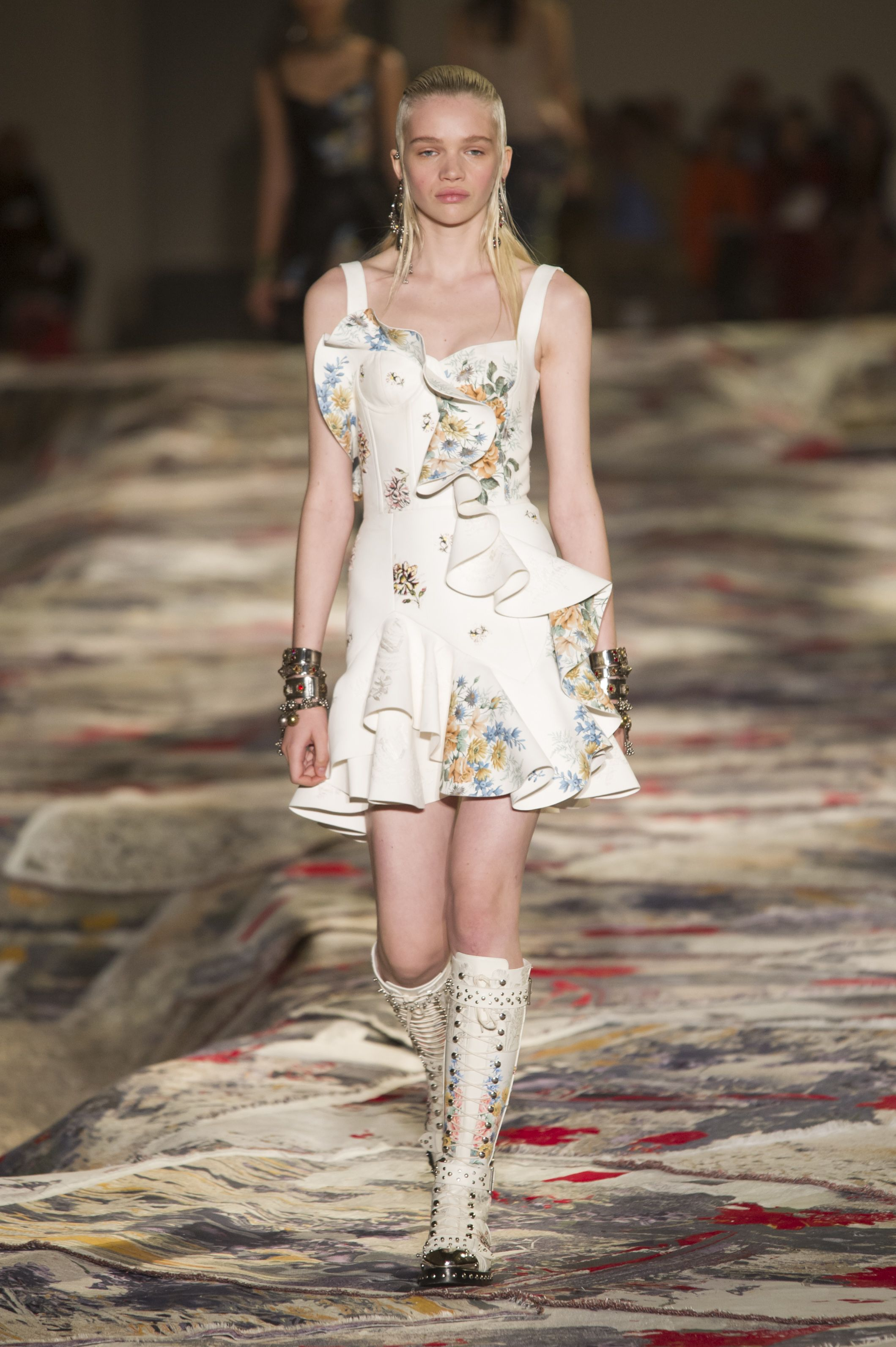 Pin by Victoria on ss 17 catwalk Pinterest Catwalks and Fashion