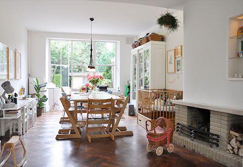 spielecke im wohnzimmer wohnideen einrichten kind. Black Bedroom Furniture Sets. Home Design Ideas