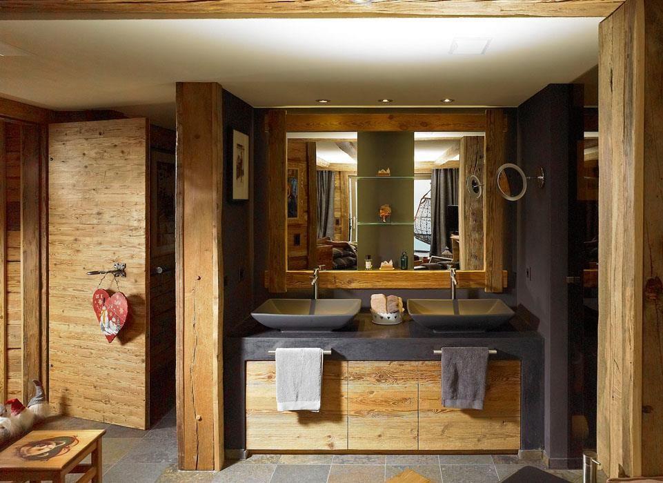 Salle de bain moderne dans une ambiance chalet salle de for Ambiance salle de bains
