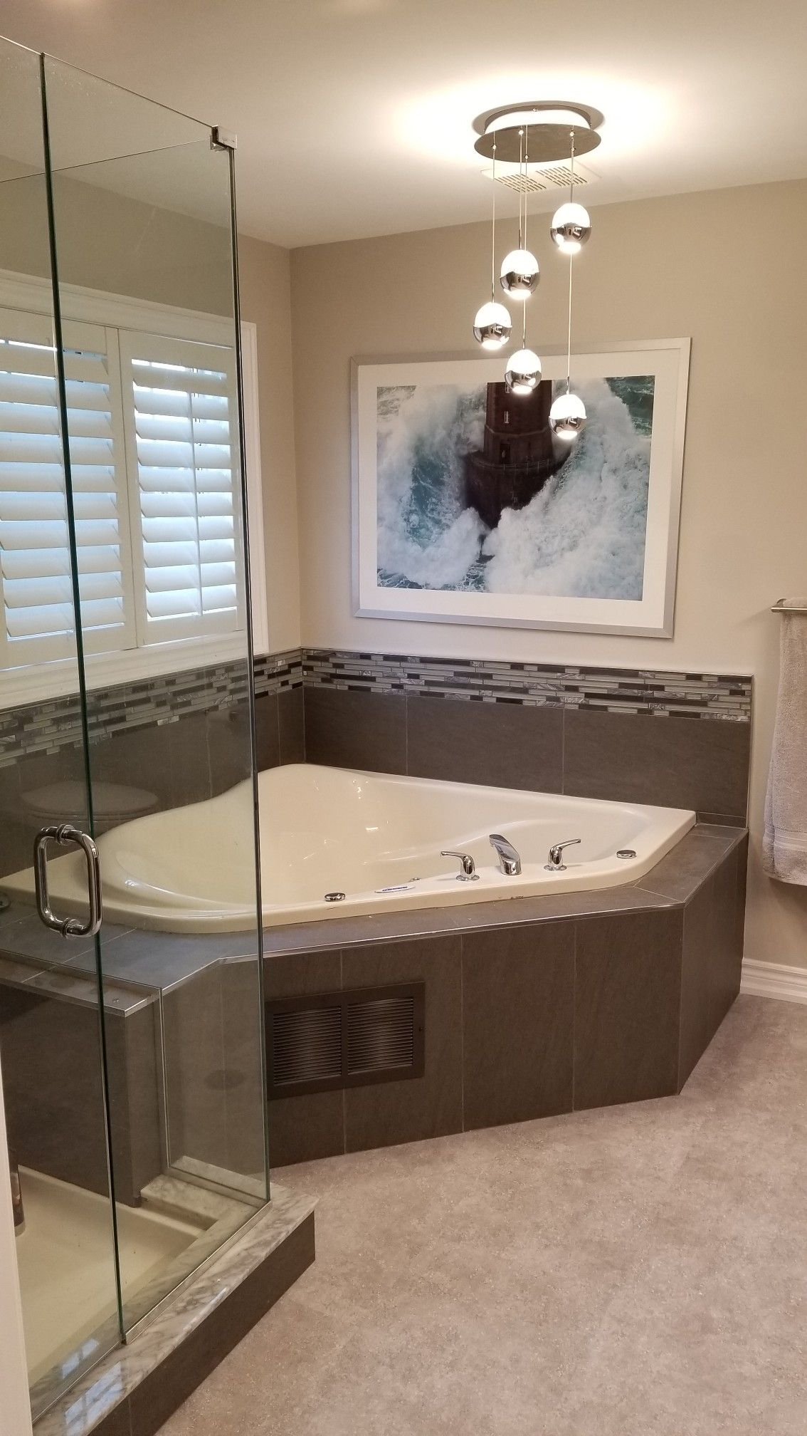 Updated Jacuzzi Tub With Accent Tiles Jacuzzi Bathtub Luxury Master Bathrooms Tub Remodel