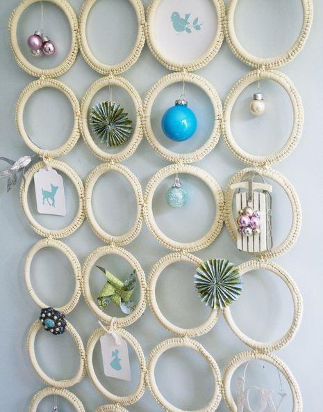 diy holiday christmas charm holder from ikea scarf hanger crochet pinterest le foulard. Black Bedroom Furniture Sets. Home Design Ideas