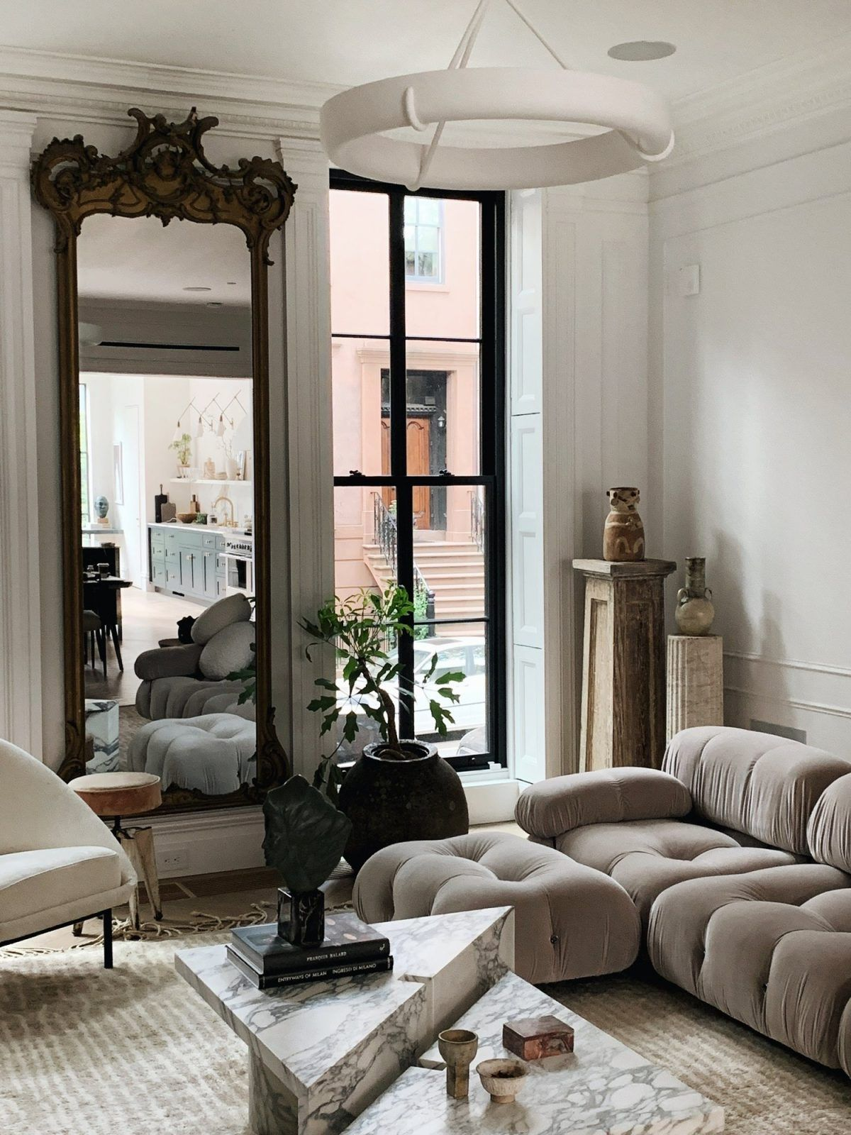 Name To Know Colin King A Nyc Based Interior Stylist In 2020 Interior House Interior Interior Design Living Room